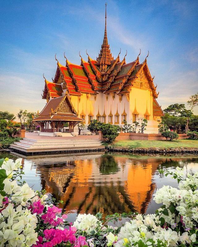 """Không tin vào mắt mình ngôi đền được canh giữ bởi """"cá khổng lồ"""" đẹp hệt cổ tích đang """"gây bão"""" Thái Lan - Ảnh 15."""