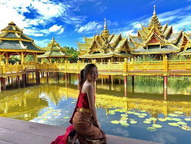 """Không tin vào mắt mình ngôi đền được canh giữ bởi """"cá khổng lồ"""" đẹp hệt cổ tích đang """"gây bão"""" Thái Lan - Ảnh 16."""
