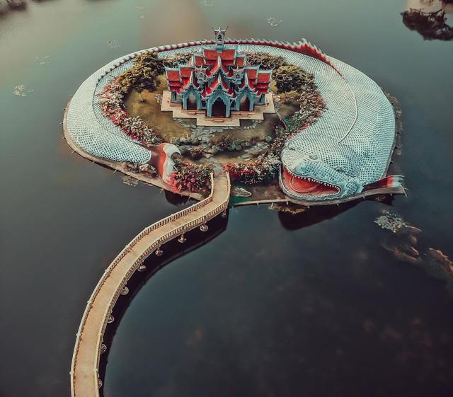 """Không tin vào mắt mình ngôi đền được canh giữ bởi """"cá khổng lồ"""" đẹp hệt cổ tích đang """"gây bão"""" Thái Lan - Ảnh 19."""