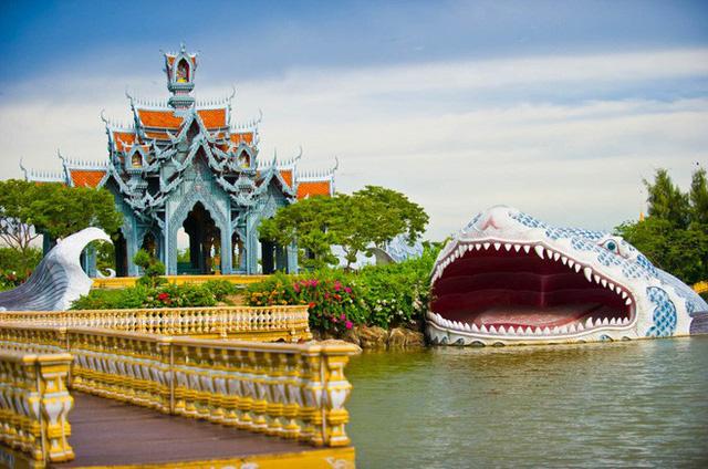 """Không tin vào mắt mình ngôi đền được canh giữ bởi """"cá khổng lồ"""" đẹp hệt cổ tích đang """"gây bão"""" Thái Lan - Ảnh 21."""