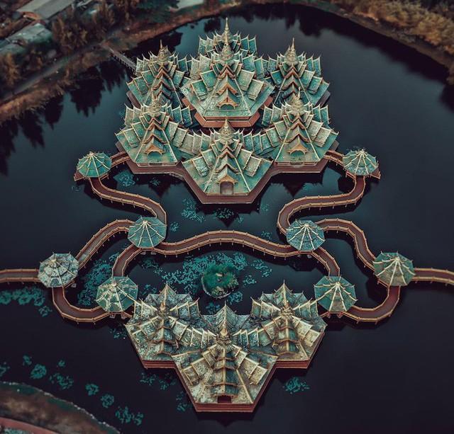"""Không tin vào mắt mình ngôi đền được canh giữ bởi """"cá khổng lồ"""" đẹp hệt cổ tích đang """"gây bão"""" Thái Lan - Ảnh 5."""