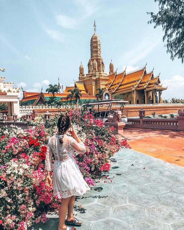 """Không tin vào mắt mình ngôi đền được canh giữ bởi """"cá khổng lồ"""" đẹp hệt cổ tích đang """"gây bão"""" Thái Lan - Ảnh 6."""