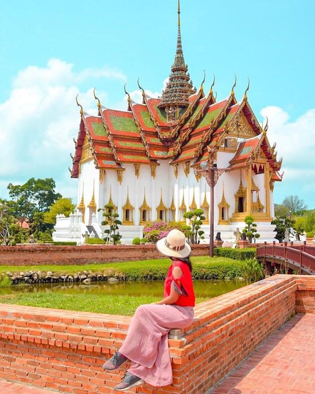 """Không tin vào mắt mình ngôi đền được canh giữ bởi """"cá khổng lồ"""" đẹp hệt cổ tích đang """"gây bão"""" Thái Lan - Ảnh 8."""