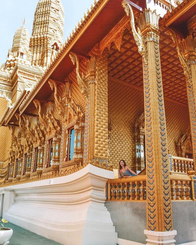 """Không tin vào mắt mình ngôi đền được canh giữ bởi """"cá khổng lồ"""" đẹp hệt cổ tích đang """"gây bão"""" Thái Lan - Ảnh 10."""