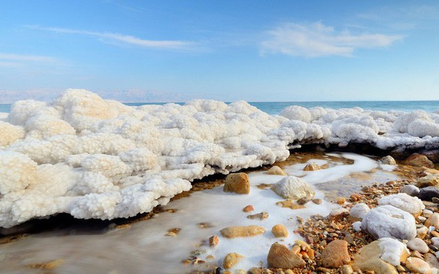 Hiện tượng tuyết muối rơi ngập Biển Chết khiến khoa học đau đầu suốt gần 50 năm cuối cùng đã có lời giải - Ảnh 1.