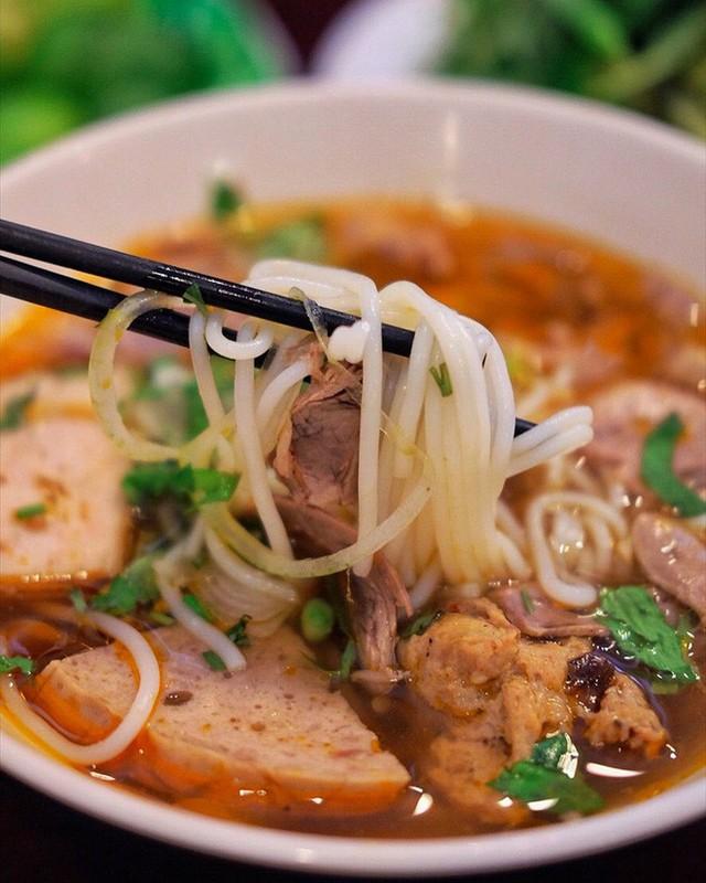 Chuyên trang du lịch uy tín quốc tế nhận định có tận... 11 món ăn Việt Nam ngon không kém gì phở trong mắt du khách nước ngoài - Ảnh 11.