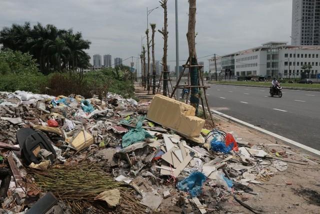 Ngổn ngang rác thải cạnh tuyến đường hàng chục tỉ đồng vừa mới xây - Ảnh 5.