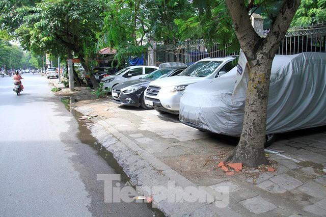 Hà Nội: Xuất hiện tuyến phố chỉ lát một bên ... vỉa hè - Ảnh 9.