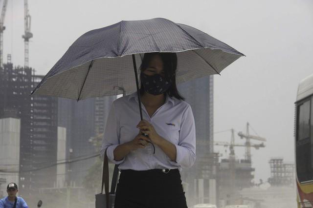 Đại công trường gây bão bụi mờ mắt người dân Hà Nội - Ảnh 2.