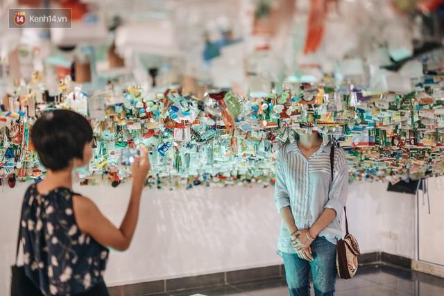 500kg rác thải treo lơ lửng trên đầu: Triển lãm ấn tượng ở Hà Nội khiến người xem ngộp thở - Ảnh 20.