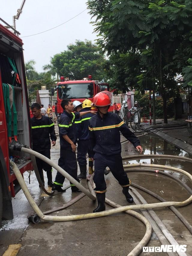Ảnh: Hiện trường 4 biệt thự gần Thiên Đường Bảo Sơn bị lửa thiêu rụi - Ảnh 4.