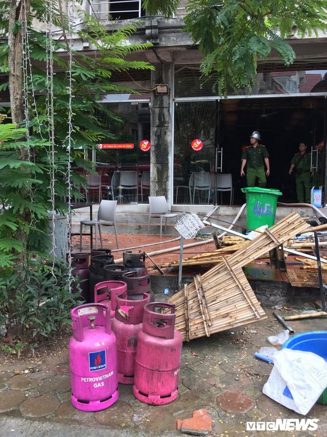 Ảnh: Hiện trường 4 biệt thự gần Thiên Đường Bảo Sơn bị lửa thiêu rụi - Ảnh 7.