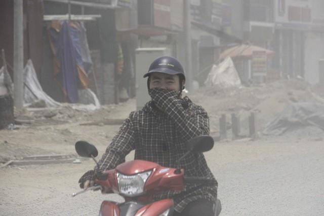 Đại công trường gây bão bụi mờ mắt người dân Hà Nội - Ảnh 7.