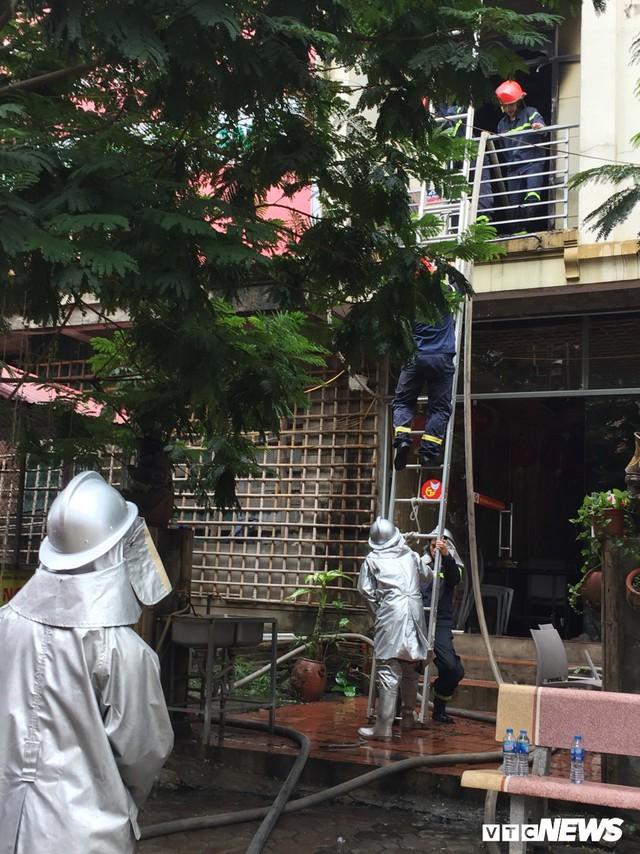 Ảnh: Hiện trường 4 biệt thự gần Thiên Đường Bảo Sơn bị lửa thiêu rụi - Ảnh 8.