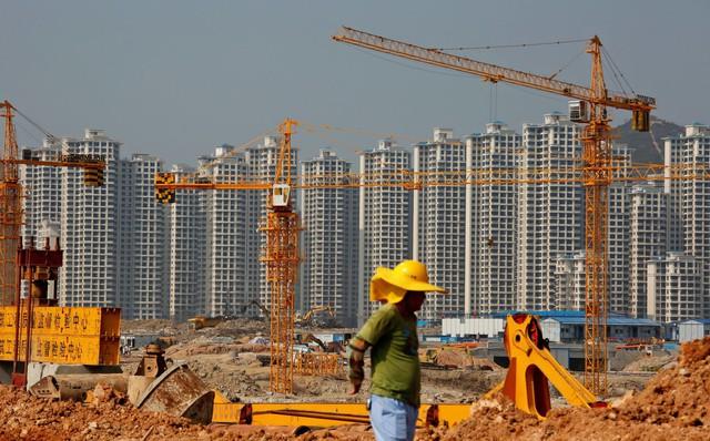 Bóng ma kinh tế giảm tốc bám chặt Trung Quốc, nỗi lo về tỷ lệ nợ tăng vọt - Ảnh 2.