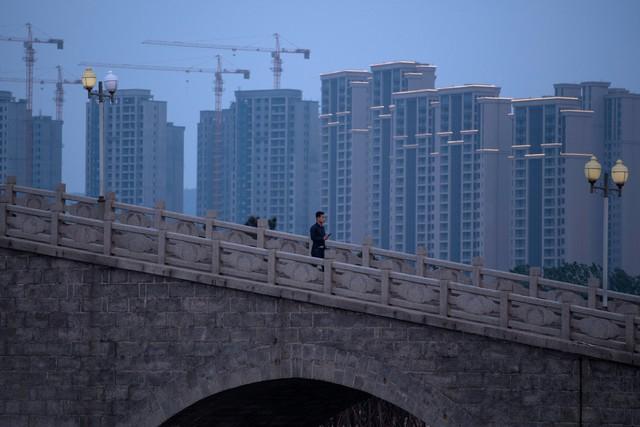 Bóng ma kinh tế giảm tốc bám chặt Trung Quốc, nỗi lo về tỷ lệ nợ tăng vọt - Ảnh 3.