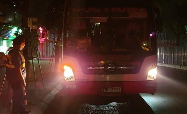 Thu hồi hàng loạt phù hiệu ô tô khách chạy sai luồng tuyến ở Hà Nội - Ảnh 1.