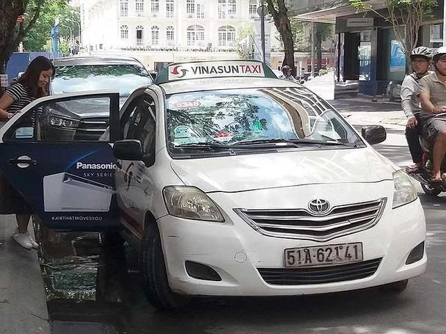Hãng taxi truyền thống tên tuổi cũng tháo chạy - Ảnh 1.
