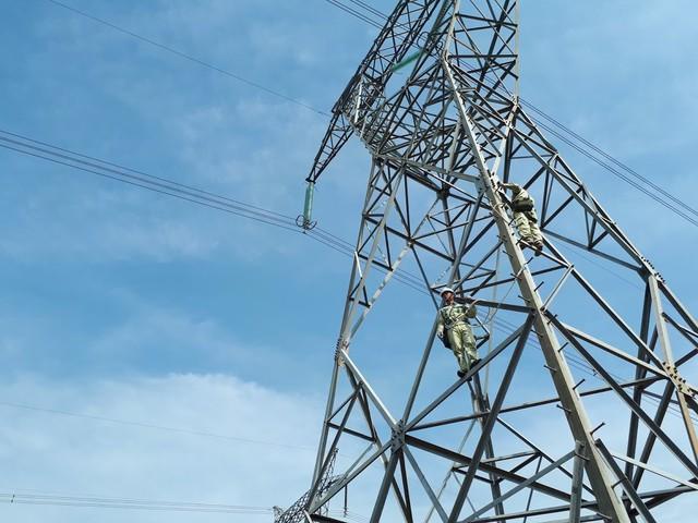 Thiếu điện tăng mua Trung Quốc, rẻ hơn Lào thấp hơn trong nước - Ảnh 1.