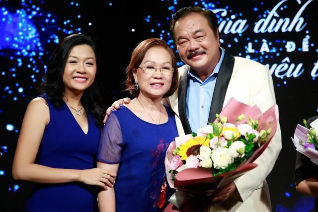 """Chuyện tình nhà Dr Thanh: """"40 năm cuồng phong bão tố, gia đình mình vẫn mãi bình yên"""" - Ảnh 5."""