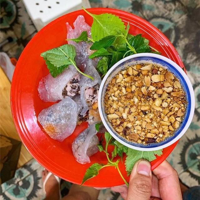 Food tour Hà Nội được báo Anh ca ngợi hết lời, đề xuất không thể bỏ qua bánh canh cá rô, bánh cuốn, cà phê - Ảnh 1.