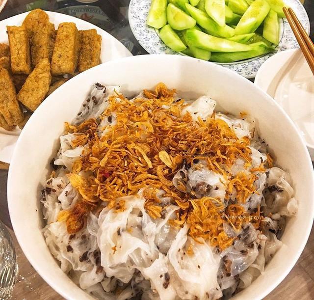 Food tour Hà Nội được báo Anh ca ngợi hết lời, đề xuất không thể bỏ qua bánh canh cá rô, bánh cuốn, cà phê - Ảnh 7.