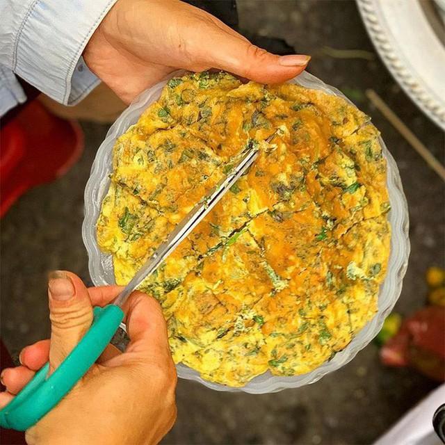 Food tour Hà Nội được báo Anh ca ngợi hết lời, đề xuất không thể bỏ qua bánh canh cá rô, bánh cuốn, cà phê - Ảnh 9.