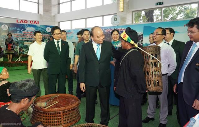 Chùm ảnh: Thủ tướng dự Hội nghị xúc tiến đầu tư, thương mại, du lịch Lào Cai - Ảnh 1.