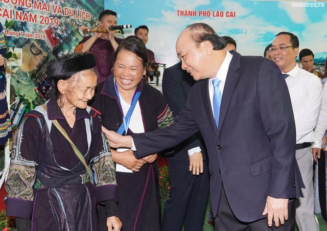 Chùm ảnh: Thủ tướng dự Hội nghị xúc tiến đầu tư, thương mại, du lịch Lào Cai - Ảnh 3.