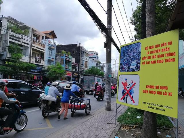 Biển cảnh báo độc, lạ trên địa bàn quận Tân Bình - Ảnh 3.