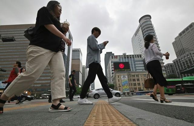 Hàn Quốc: Chủ doanh nghiệp chèn ép nhân viên có thể bị bỏ tù - Ảnh 1.