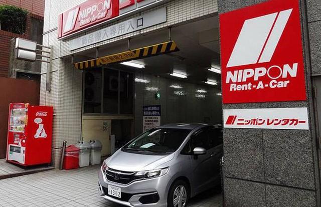 Xu hướng kỳ lạ đang nở rộ tại Nhật Bản: Thuê xe nhưng không dùng để lái mà chỉ để làm nơi ăn, ngủ, làm việc và cất đồ  - Ảnh 1.