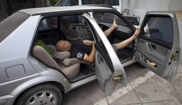 Xu hướng kỳ lạ đang nở rộ tại Nhật Bản: Thuê xe nhưng không dùng để lái mà chỉ để làm nơi ăn, ngủ, làm việc và cất đồ  - Ảnh 2.