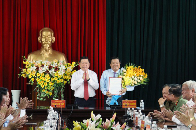 Trao quyết định của Ban Bí thư Trung ương Đảng về công tác cán bộ - Ảnh 1.