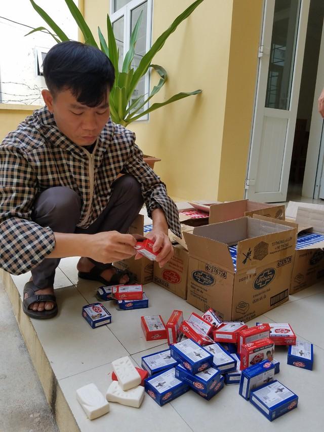 Tiêu huỷ hơn 1.900 bánh xà phòng Lifebuoy giả mạo nhãn hiệu - Ảnh 1.