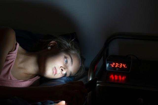 Đây là cách não bạn bị tàn phá mỗi ngày nếu dùng điện thoại trước khi đi ngủ: Giá như ai cũng biết sớm để bỏ! - Ảnh 4.
