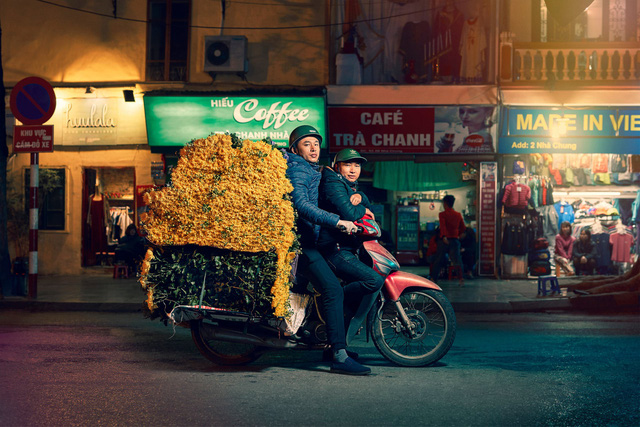 [Ảnh] Nền kinh tế trên yên xe máy ở Việt Nam qua ống kính phóng viên The Guardian - Ảnh 2.
