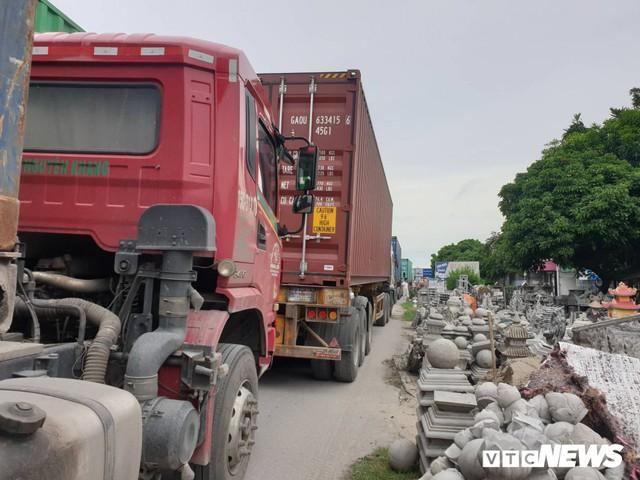Ảnh: Giao thông Quốc lộ 5 tê liệt hàng chục km sau 3 vụ tai nạn liên tiếp làm 7 người chết - Ảnh 3.