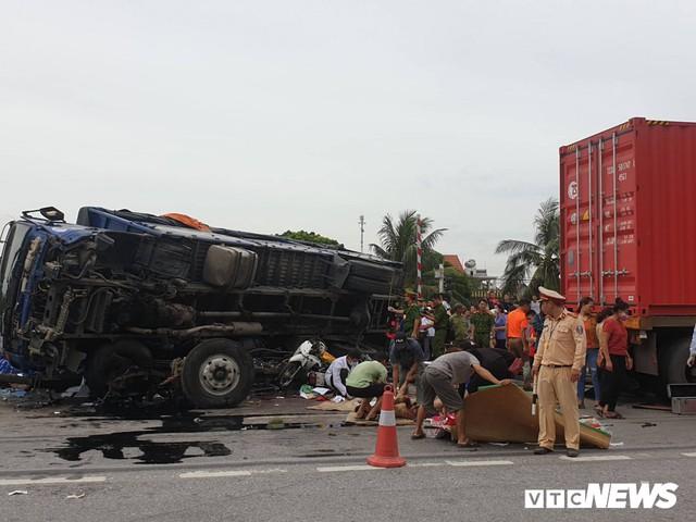 Ảnh: Giao thông Quốc lộ 5 tê liệt hàng chục km sau 3 vụ tai nạn liên tiếp làm 7 người chết - Ảnh 8.
