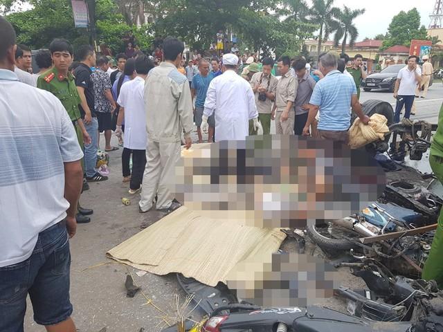Ảnh: Giao thông Quốc lộ 5 tê liệt hàng chục km sau 3 vụ tai nạn liên tiếp làm 7 người chết - Ảnh 9.