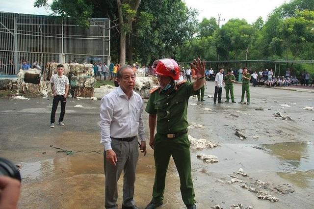 Kho nguyên liệu công ty sợi ở Thừa Thiên-Huế bốc cháy dữ  - Ảnh 4.