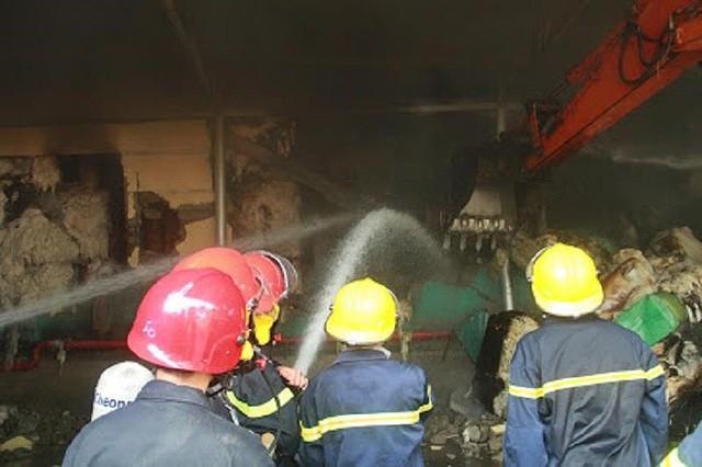 Kho nguyên liệu công ty sợi ở Thừa Thiên-Huế bốc cháy dữ  - Ảnh 5.