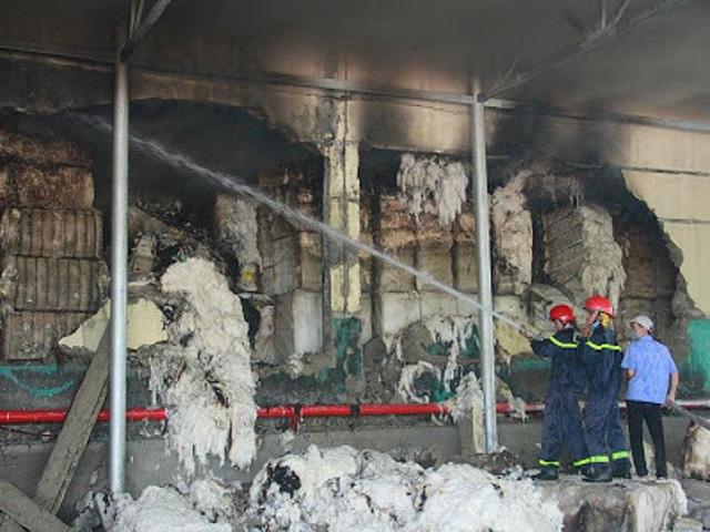 Kho nguyên liệu công ty sợi ở Thừa Thiên-Huế bốc cháy dữ  - Ảnh 7.