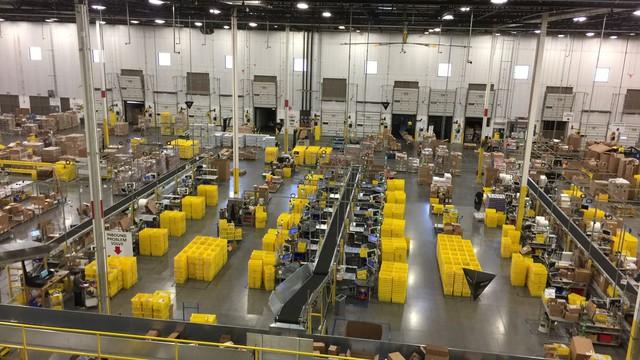 Nhân viên cấp cao của Amazon tiết lộ: Điều kiện làm việc của nhân viên kho là sự xấu hổ cho cả công ty - Ảnh 1.
