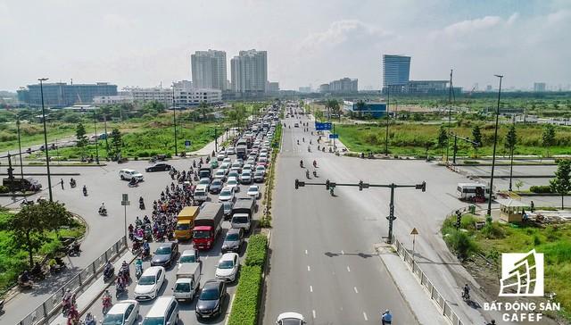 Cận cảnh tiến độ dự án cầu Thủ Thiêm 2 vẫn đang ì ạch về đích, kẹt xe nghiêm trọng bắt đầu gia tăng - Ảnh 12.