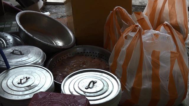 Phát hiện 3 tạ lòng bò bẩn sắp lên bàn nhậu sau khi được chế biến trong nhà vệ sinh - Ảnh 1.