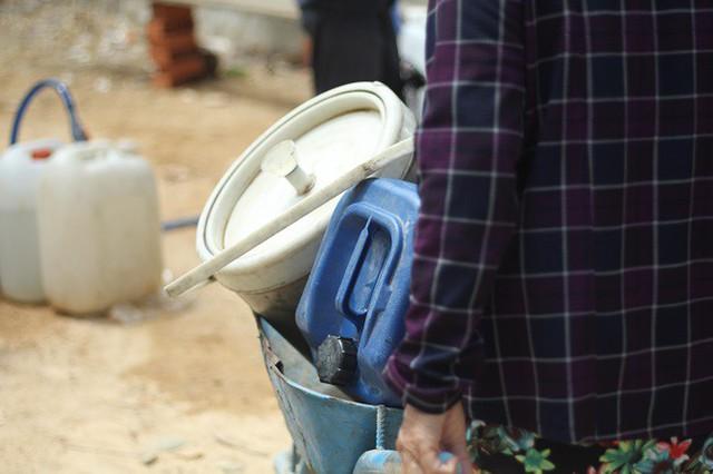 Bình Định đưa xe chữa cháy tiếp nước sinh hoạt cho người dân - Ảnh 11.