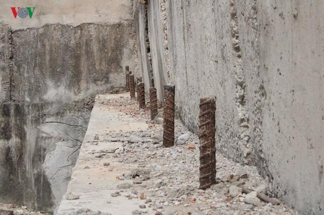 Ảnh: Cây cầu 36 tỷ không có đường dẫn nằm phơi mưa nắng ở Hà Tĩnh - Ảnh 4.