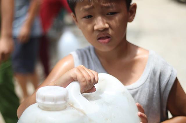 Bình Định đưa xe chữa cháy tiếp nước sinh hoạt cho người dân - Ảnh 6.
