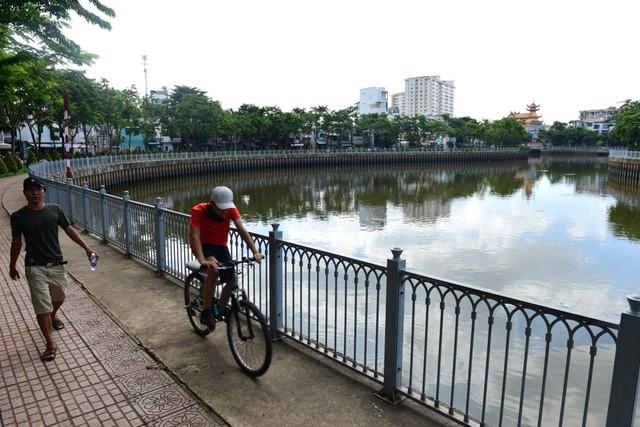 Từng đen thối như sông Tô Lịch, kênh Nhiêu Lộc khét tiếng giờ ra sao? - Ảnh 8.